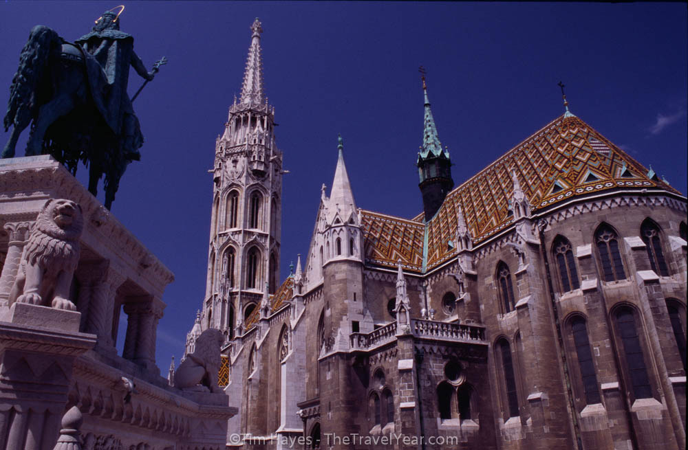 A view of Budapest's neo-Gothic Matthias Church on Castle Hill (Varhegy). To the left a statue of Hungar'Ys first king, St. Stephen (977-1038).