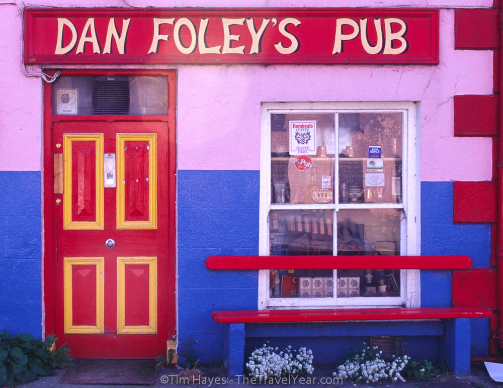 A colorful Irish pub on the Dingle Peninsula.