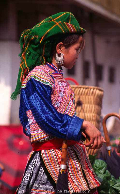 The distinctive clothes worn by the Flower H'mong women add eye-popping color to the Bac Ha weekend market.